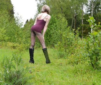 Travestie mature et naturiste à Vienne 38