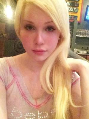 Châteauroux : Blondinette 19 ans trans et salope