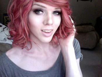 Transexuel aux cheveux rouges pour te plaire