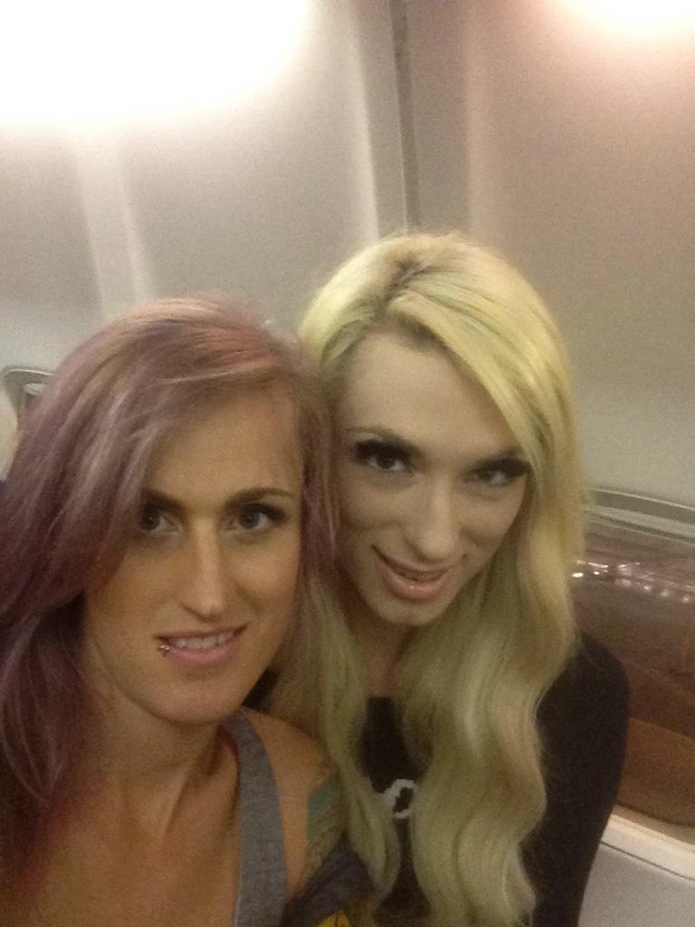 Nice : Deux copines transexuelles pour trio