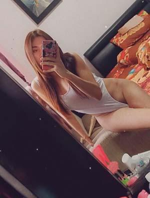 Affriolante tgirl en déshabillé à Rueil-Malmaison
