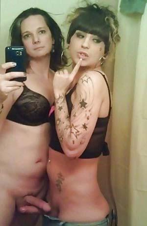 Deux copines transexuelles très chaudes