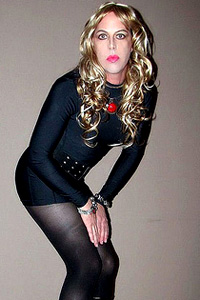 je suis Jade… jolie blonde transexuelle