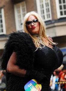 Michèle une transexuelle imposante
